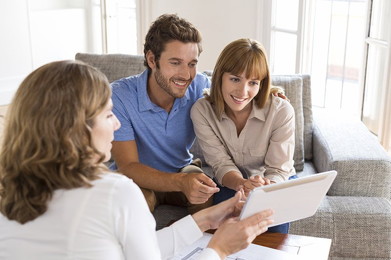 financial-advisor-and-couple